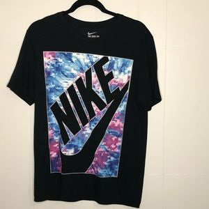The Nike tee size M